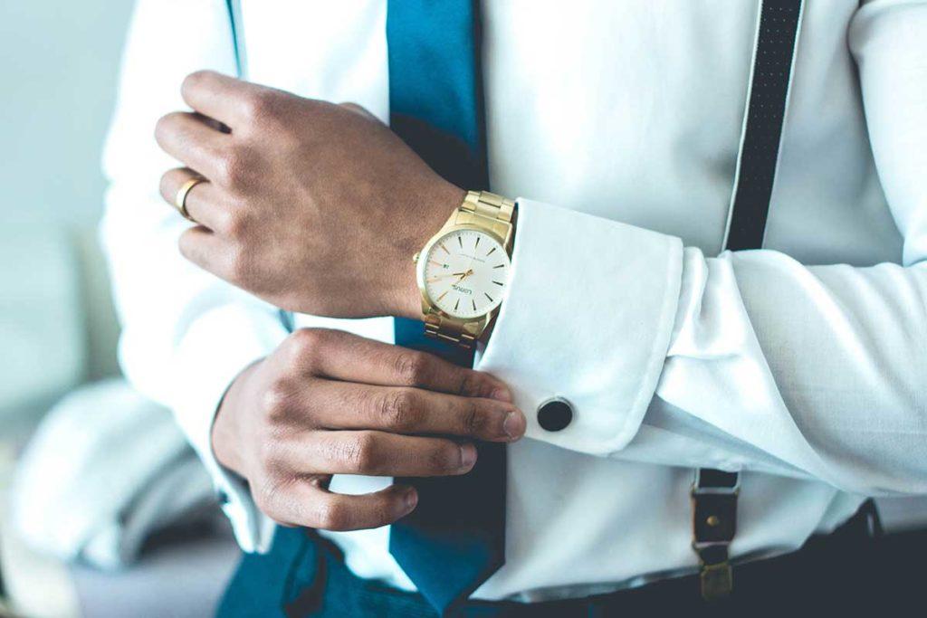 pukumies ja kultainen kello